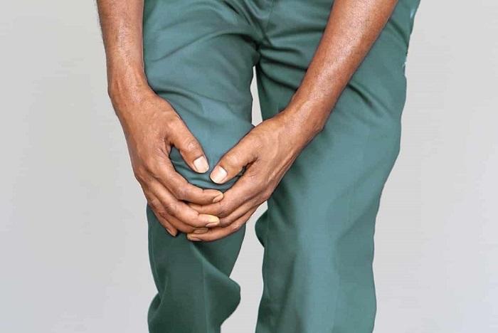 علل زانو درد و موارد استفاده از پمادهای زانو-min